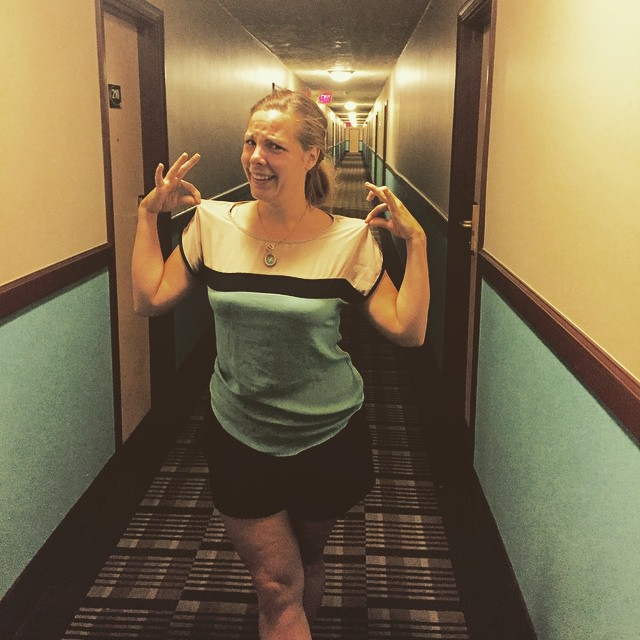 An amazing Photo Of The Woman Who Looks Like A Hotel Corridor Goes Viral